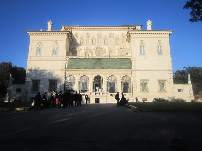 Galleria Borghese: Unfortunately, photos INSIDE are not allowed!