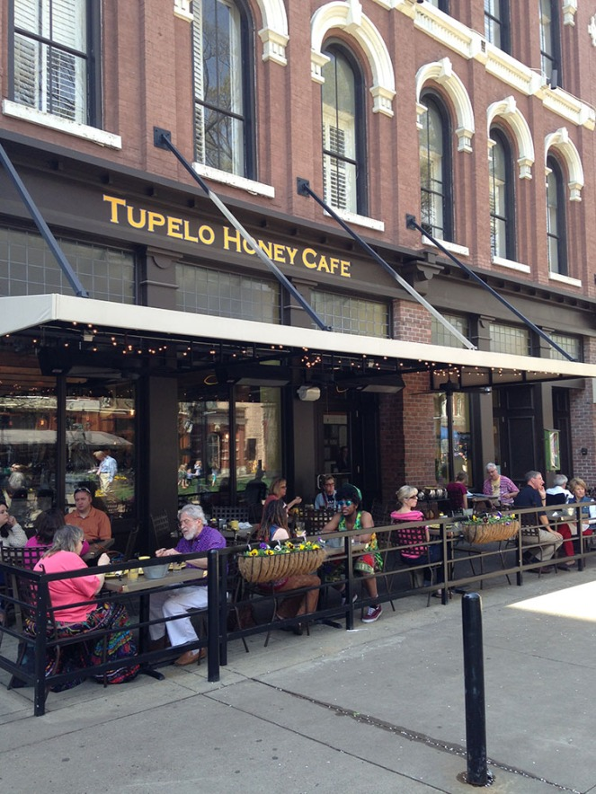 tupelo-honey-cafe-knoxville-outdoor-dining